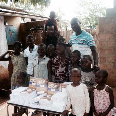 Mission école : distribution des cahiers à Tsévié