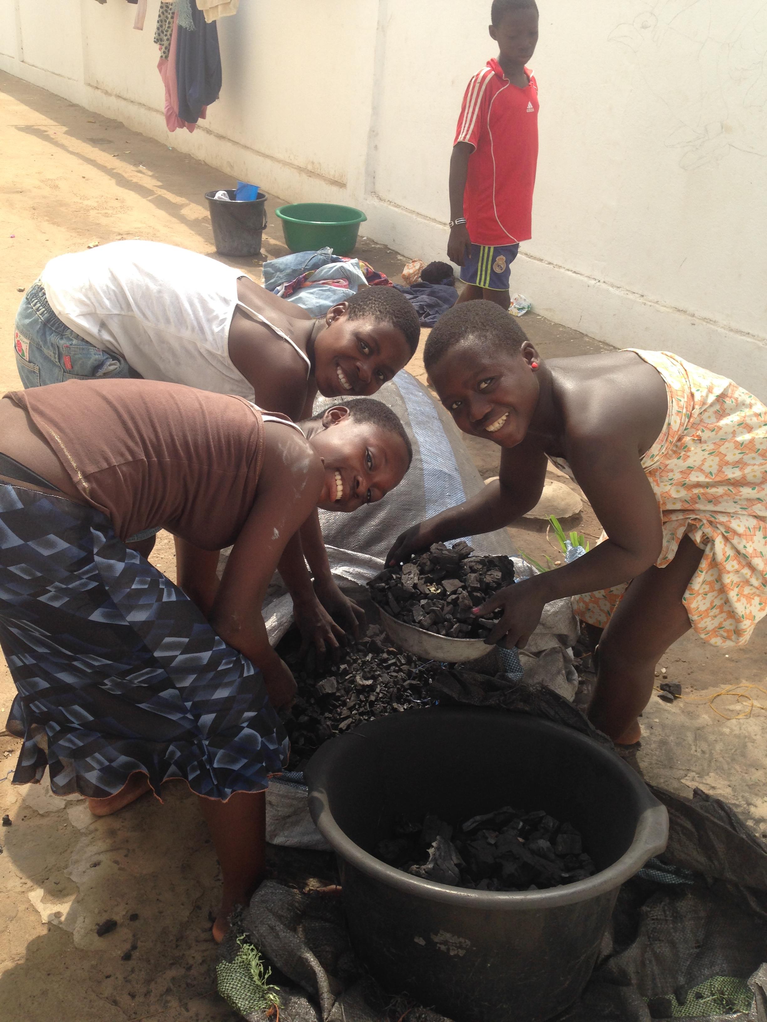Mission food : aide alimentaire et charbon