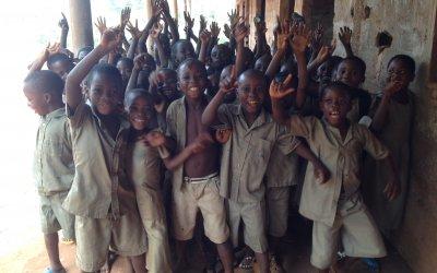 Mission école : Distribution des cahiers aux villages de Kébé Apéyémé et Nimagnan (sept 2013)